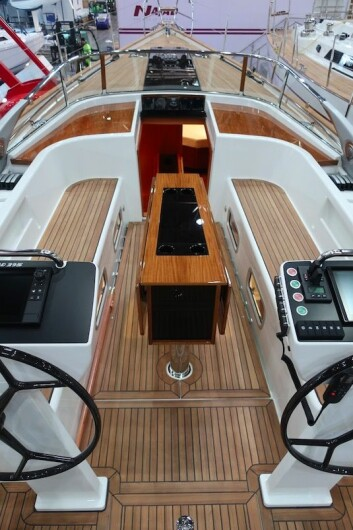 COCKPIT: Najad 395 AC har en lang cockpit. På sentercockpitversjonen vil det være ett ratt, plassert i bakkant av cockpitbordet.
