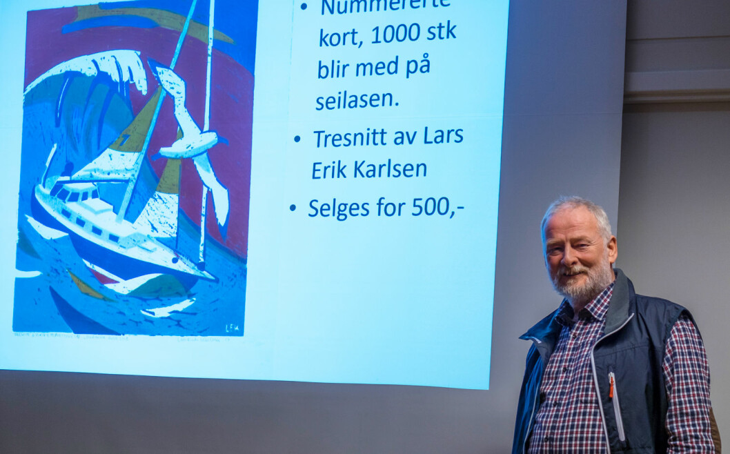 FINANSIERING: Ca. 1,5 mill. kroner koster det Are Wiig å delta i Golde Globe. Kunstneren Lars Eri Karlsen har lagd 1000 kort som skal være med rundt jorden og som kan kjøpes for 500 kroner ? til støtte for Are.