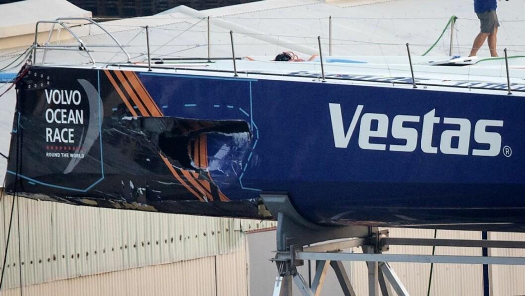 SKADE: «Vestas» har fått ett stort hull på babord side. Det er også skader på baug og under skroget.