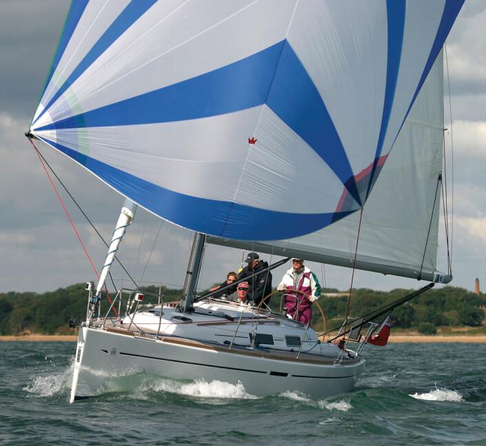 KOMBI: Dufour 34 egner seg for tur og regatta. Den leveres med to eller tre lugarer.