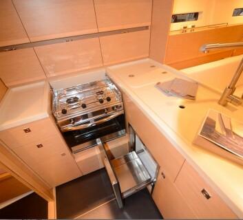 MAT: More 40 har en velutstyrt bysse med både kjøleskuff og kjøleboks.