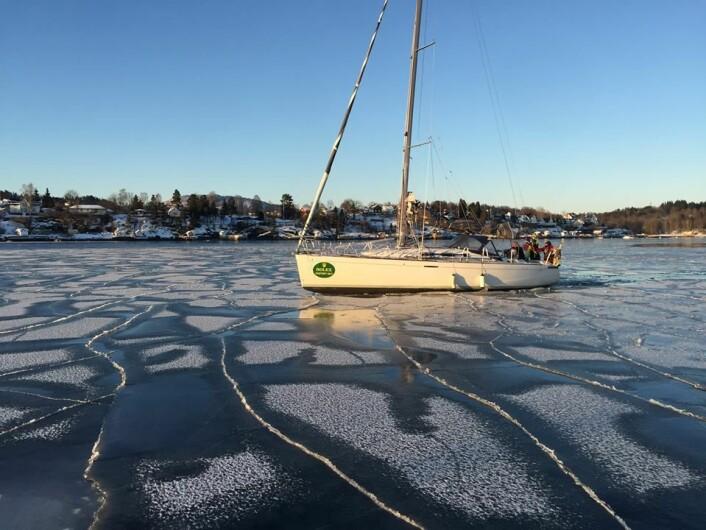 IS: «Fritt Fram» fikk problemer med å komme i havn. Isen hadde lagt seg i helgen.