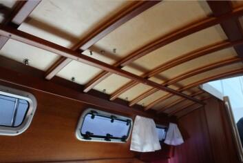 ENKELT: Taket er tynt, og du kan se hele konstruksjonen. Tre gjør det vakkert.