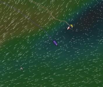 STOPP: Lederbåtene til øst fikk bråstopp i går. Det gjorde et de to båtene lengst bak kunne passere.