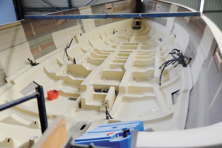 INNERLINEREN: Tvisten står om båtens rammekonstruksjon er festet godt nok fast til skroget.
