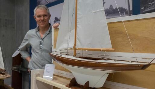 140 modellbåter på ett brett