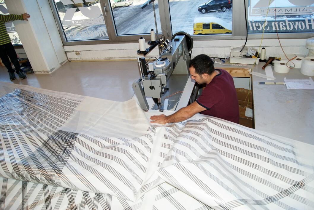 NORGE: UK Sails produserer seilene sine i Norge, også avanserte membranseil. Nå tar de i bruk ny fiberteknolsogi.