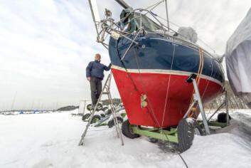 DE SISTE FORBEREDELSENE: I hele vinter har «Olleanna» stått på land i Leangbukta der Are Wiig har bygd om og forbedret båten til å kunne være best mulig egnet til å seile jorden rundt.