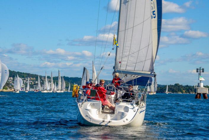 SIKKERHET OG UTSTYR: Uansett om du seiler tur eller regatta er det viktig at båt og utstyr fungerer. Men du trenger absolutt ikke det dyreste utstyret for å delta i regattaer.