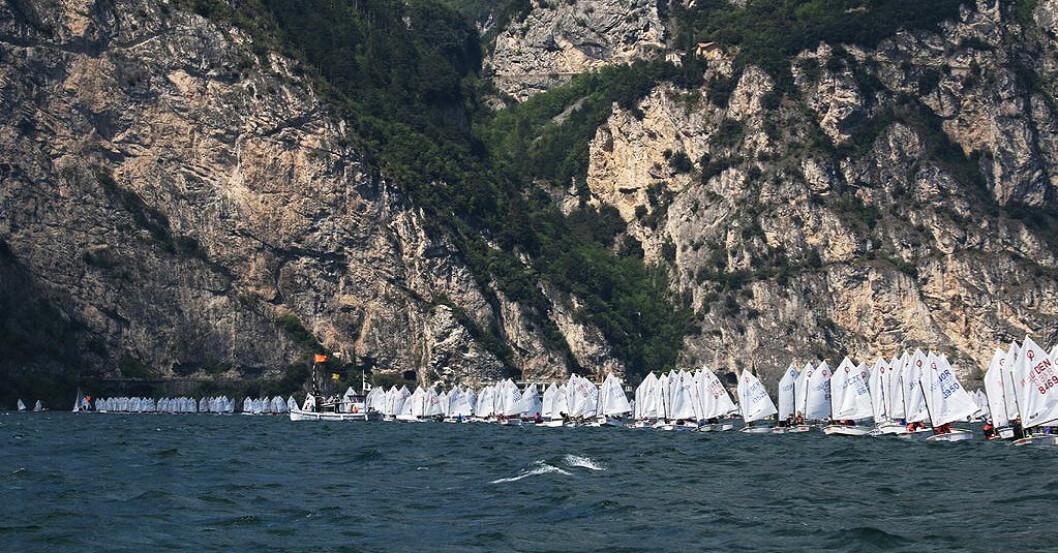 REKORDMANGE: Det blir rekordstore felt med Optimist-seil å se på den italienske innsjøen Garda i påsken.