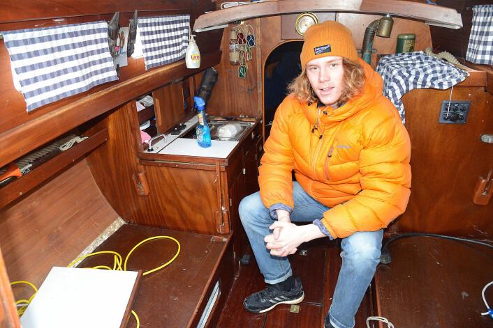 TUR: Det er køyeplasser til fire i båten. Den har en liten bysse, men ingen do.