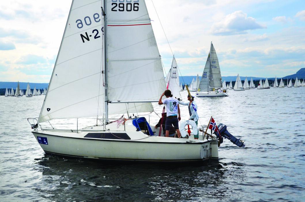 BILLIG: Maxi 77 ble solgt i ett stort antall på 70-tallet. Nå er det en enkel og billig båt for unge turseilere.