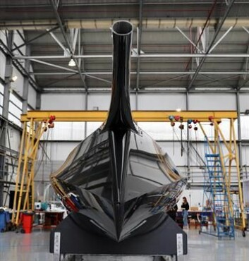 KARBON: Rán blir lettere og råere enn sine konkurrenter. Støpeformen er laget av Persico i Italia, mens båten er bygget av Jason Carrington i England.