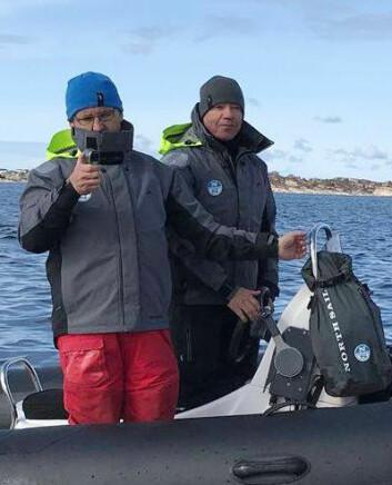 COACHER: Maurice O?Connell og Nigel Young fulgte Melges-seilerne med argusøyne.