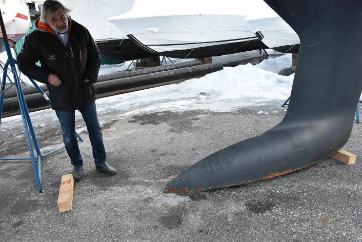 UTSATT: En kloss bak på en slik bulbkjøl vil virke som en vektarm på skroget, derfor bruker Almèn bare en kloss midt over kjølens plassering på skroget.
