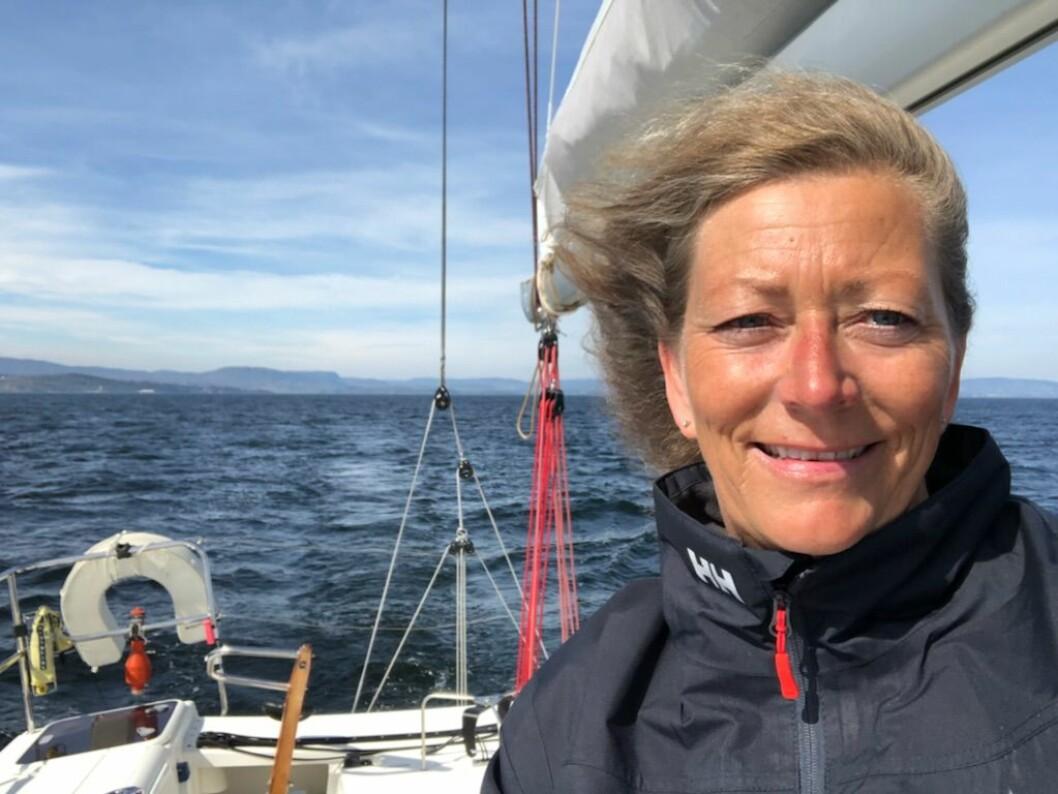 SOLO: Eira Naustvik stiller med Sunfast 3200 «Cruella Devil» i singlehanden-klassen i HH Skagen Race.