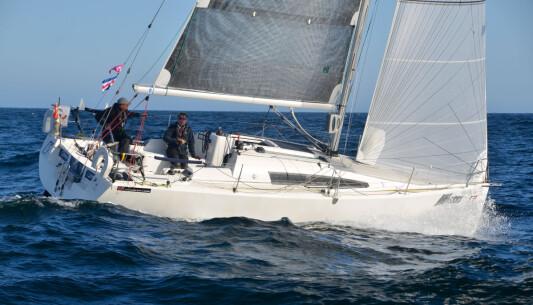 SPREK: Eira Naustvik seiler en Sunfast 3200, en båt egnet for shorthandseiling.