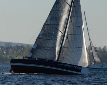 SHORTHAND: Black Pearl ble tatt igjen av Raa Glede like før mållinjen.