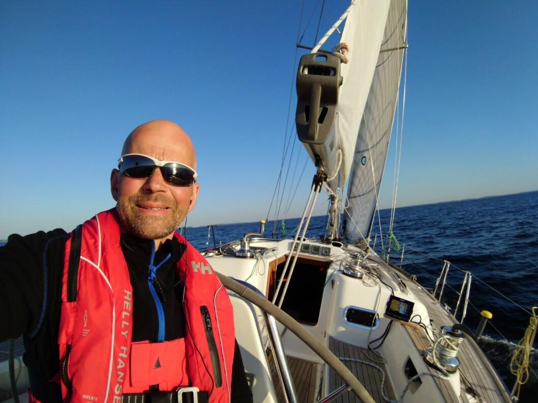SOLO: Christer Lie seilte alene i Arcona 430, og var en av de første i båtene mål.
