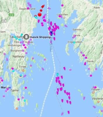 AIS: Trackingen viser at det er mer vind ute i fjorden, og at den klynge ved Slagen ligger i ett vindhull.