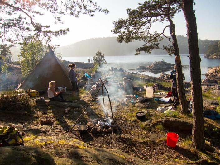 SKJÆRGÅRDSCAMP: - Vi slår leir på en fin plass, og sover i telt, gapahuk eller i hengekøyer i trærne for de som vil det, sier Mathilde Gabrielsen Vikene.