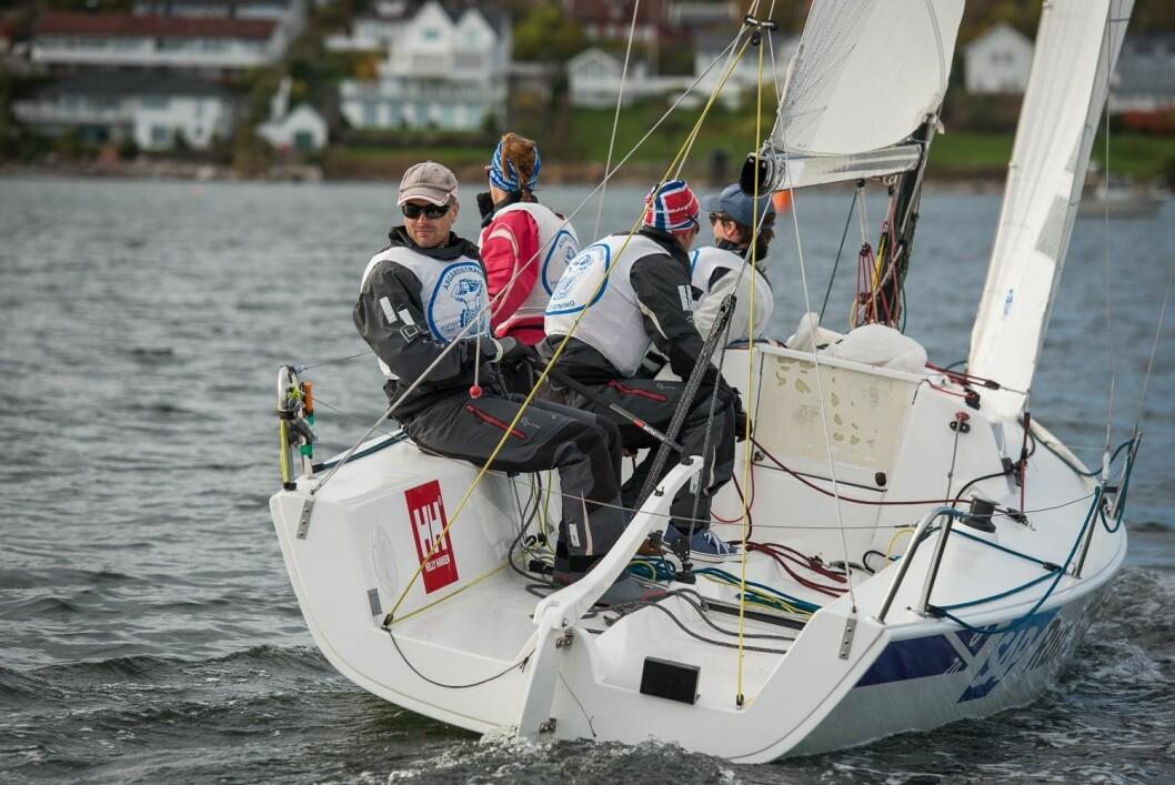 VIL SE SEG TILBAKE: Denne seilere vil komme til å snu seg etter konkurrentene mange ganger i Bodø.