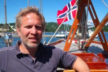 FESTIVAL: Peter Ennals om bord i 12-meteren «Kryss».