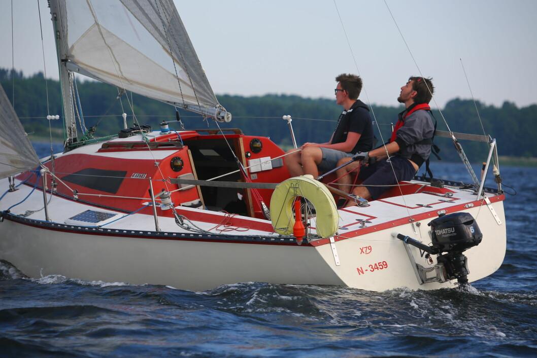 FIREFOX: 17 år gamle Mathias Karlsen er kanskje Færderns yngste skipper, og seiler Horten Seilforenings X-79
