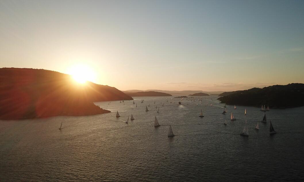 OSCARSBORG: De fleste deltagerne hadde ikke passert Drøbak da solen gikk ned.