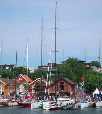HØY: CBN 76 «EnderPearl» er Færdens største båt, og har en langt høyere mast enn VOR 70 «Green Dragon»