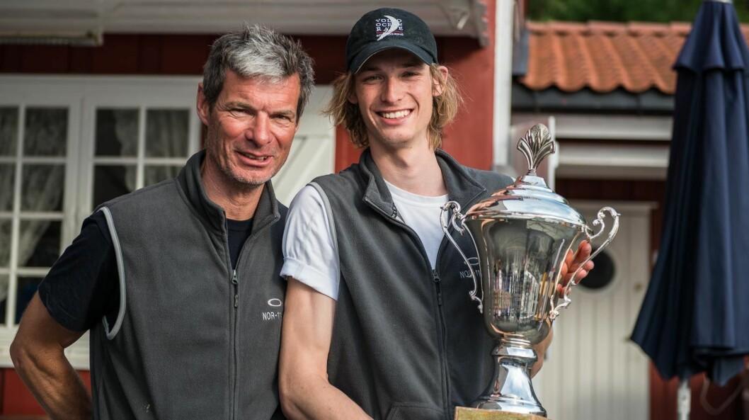 LEDER: Alf Magne Andersen og Henrik Andersen vant sin klasse i Raymarine 2Star, og det gjør at Alf Magne nå leder i konkurransen om å bli Årets Shorthanded-seiler.