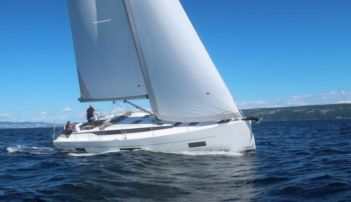 SEIL: Bavaria C45 under test i 10 m/s vind i Indre Oslofjord.