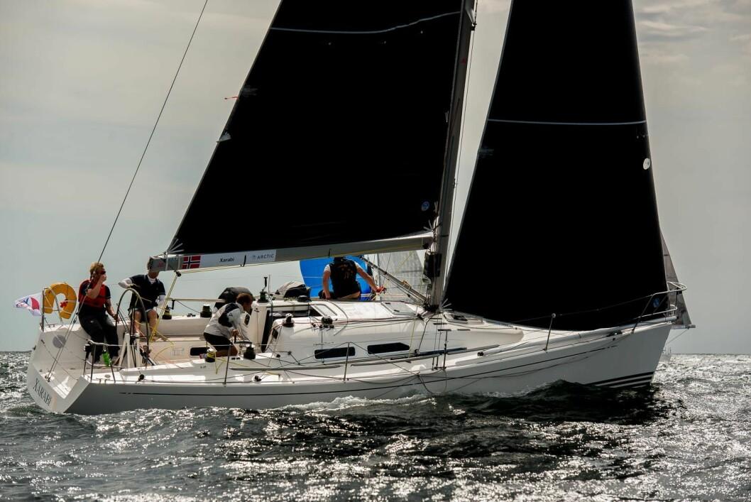 VERDENSMESTRE: Amund Høsøien fra Bundefjorden seilte laget sitt frem til VM-tittel i X-35 på Hankø.