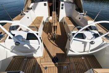 COCKPIT: Båten får to rattpidestaller. Liner og fall er flyttet bakover.