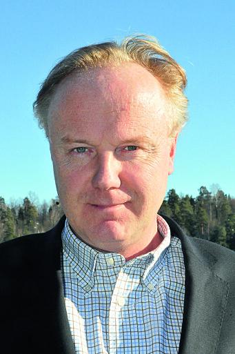 FORBERED: Stein Victor Svendsen oppfordrer alle å sikre båten for uværet som kommer.