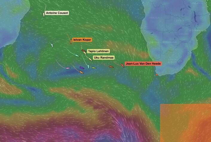 USTABILT: Feltet seiler inn i ett område hvor været vil skifte hyppig. Lavtrykkene blir dype, og forholdene tøffe. Om fire dager passerer det uvær syd for feltet.
