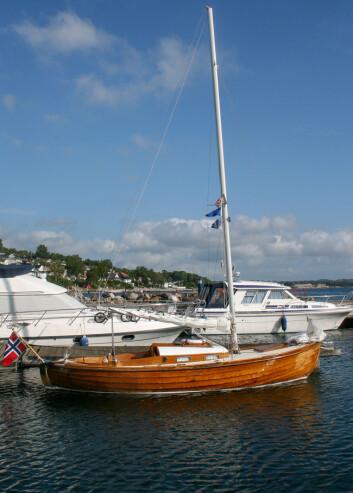 KLASSISK SEILER: Båten til ekteparet Lange ligner en kosterbåt og har gode seilegenskaper.