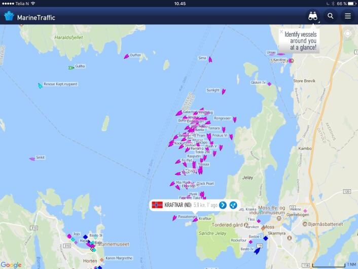AIS: Trackingen viser lav fart på feltet som ligger vest for Jeløya.