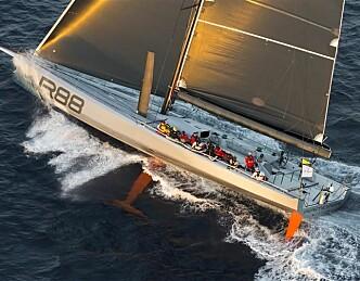 Tøff start på Sydney Hobart Race