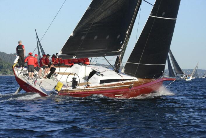 RØD: ClubSwan 50 «Proxflyer» blir messens mest oppsiktsvekkende båt.