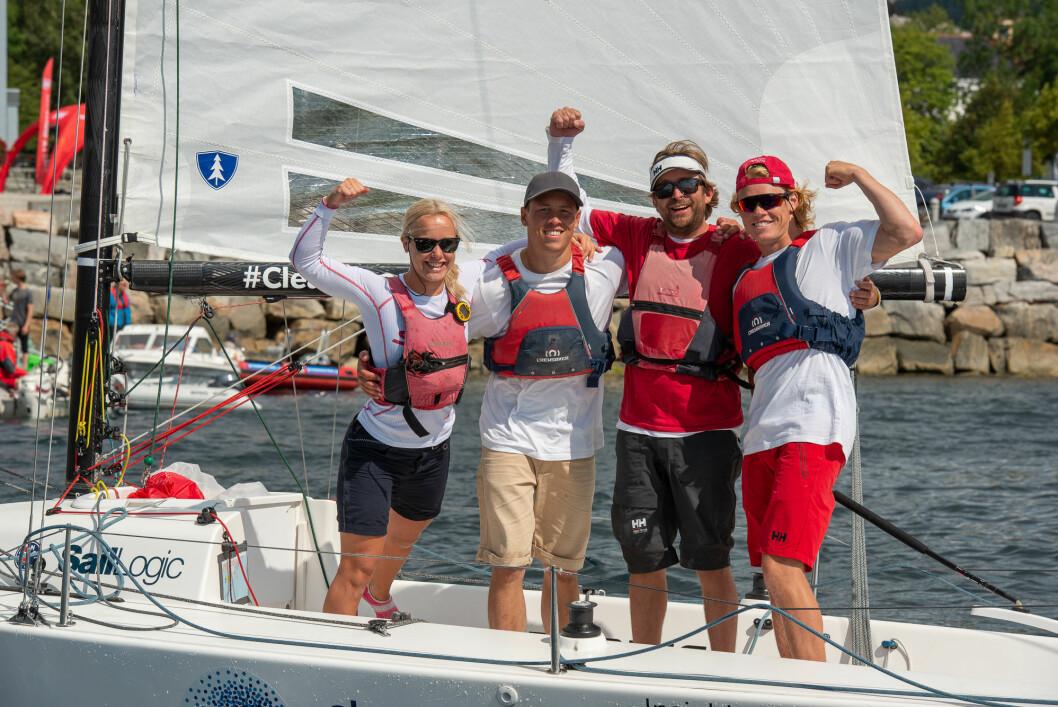 KAN JUBLE: laget fra Risør Seilforening kan bli de som jubler høyest etter endt runde i seilsportsligaen i Arendal denne helgen.