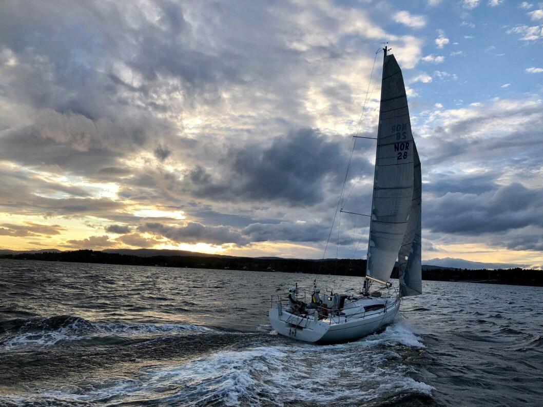 BEST: «Hyak» på slør mot Snarøysund etter å ha rundet Ildjernet i siste regatta i serien.