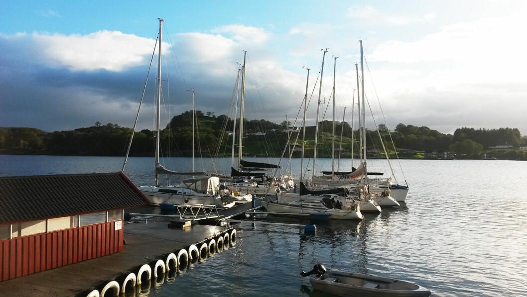 I HAVN: Mellom etappene er alle båtene samlet på samme sted. Alle spiser middag sammen og det er premieutdeling.