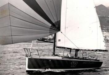 1979: American Express vant andre Mini Transat. Båten var den første med vannballast, og hadde en enormt lang spinnakerbom.