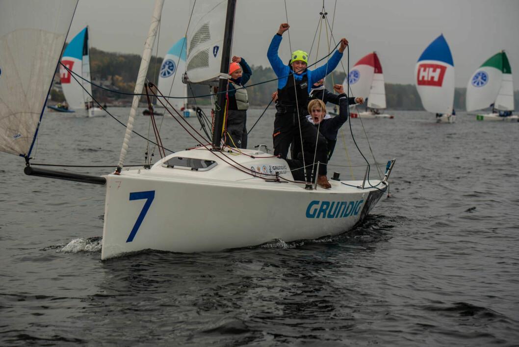 TRE SEIRE: Pia Dahl Andersen seilte inn til tre suverene seire og ledet klart etter de tre første flightene i mesternes mester.