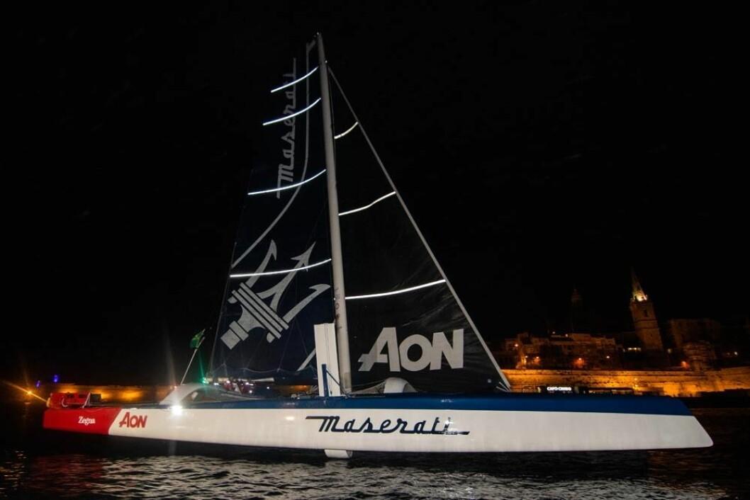RASKEST: «Maserati» var den raskeste båten med mangler tre timer for å slå den 11 år gamle banerekorden.