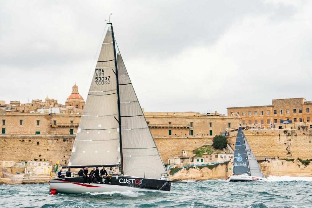 RASKEST: Géry Trentesaux vant Rolex Middel Sea race med JPK 11.80 «Courrier Recommandé».