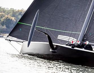 American Magic sjøsatt treningsbåt