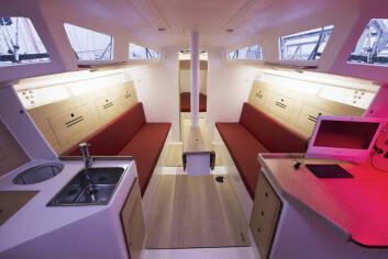 JPK: Innredningen er helt grei for tur, men båten vinner ingen pris for design.