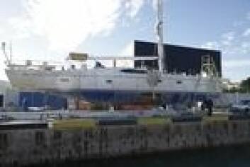 HEVET: Båten er nå på land for å bli grundig undersøkt. Verftet lover å utgi raport når alle fakta er på bordet.